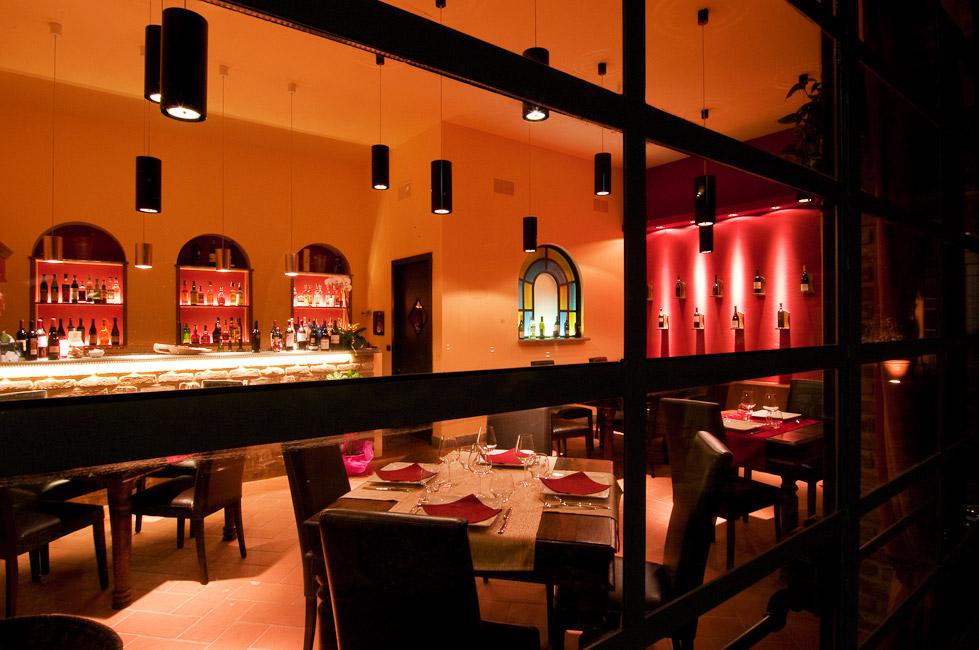 Atmosfera luminosa per il ristorante La Cave Cantù d1a67bb96c9