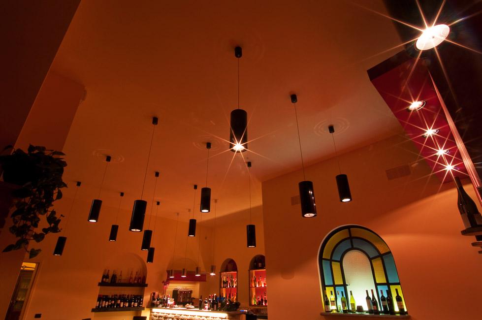 Illuminazione Tavoli Ristorante : Atmosfera luminosa per il ristorante la cave cantù cignoli